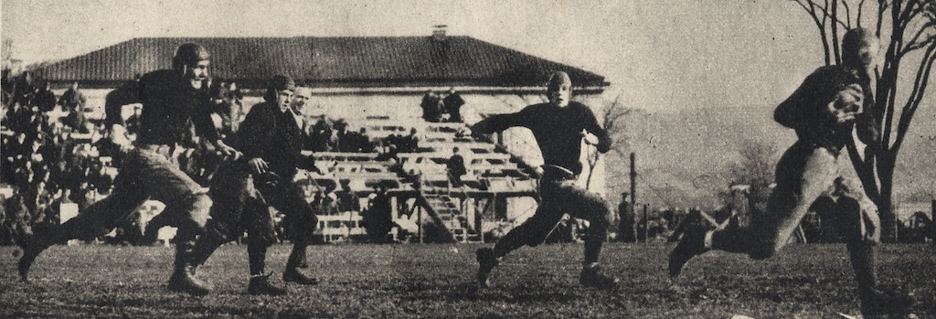 Rockne racing with a pass in ND army-action-1913.jpg
