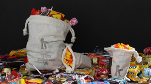 halloween trick or treat bags candy resized 600